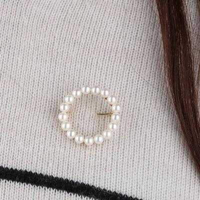 Cultured Pearl Circle Brooch 14K