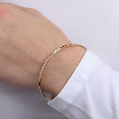 Circular Diamond Cut Wire Bangle 14K