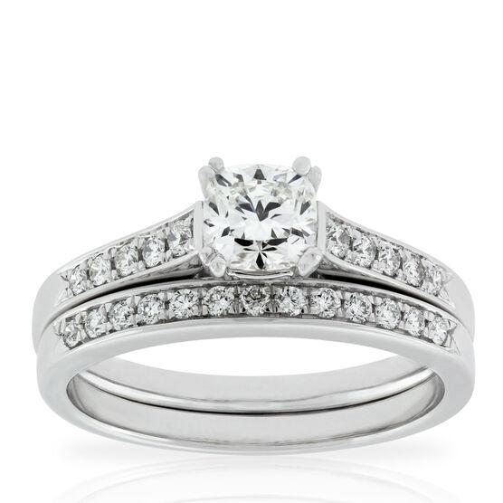 Signature Forevermark Cushion Cut Diamond Bridal Set 18K