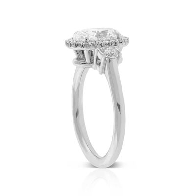 Oval Diamond Engagement Ring 18K