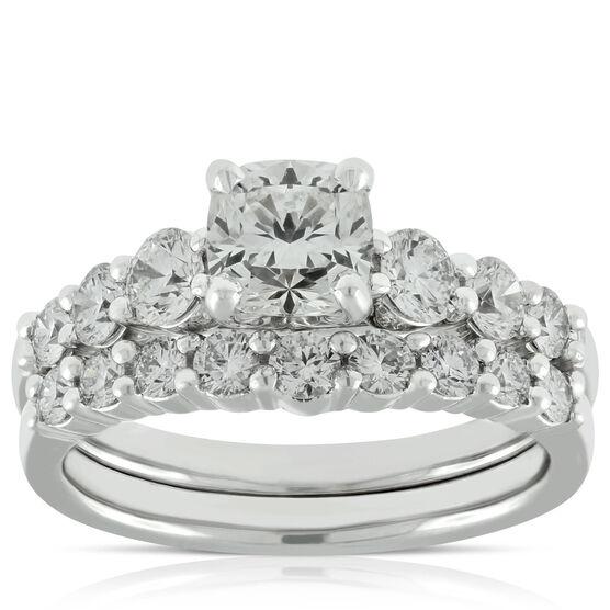Signature Forevermark Black Label Cushion Cut Diamond Bridal Set 18K
