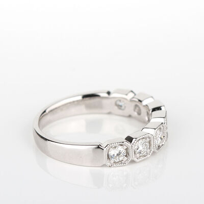 Milgrain Box Diamond Band 14K