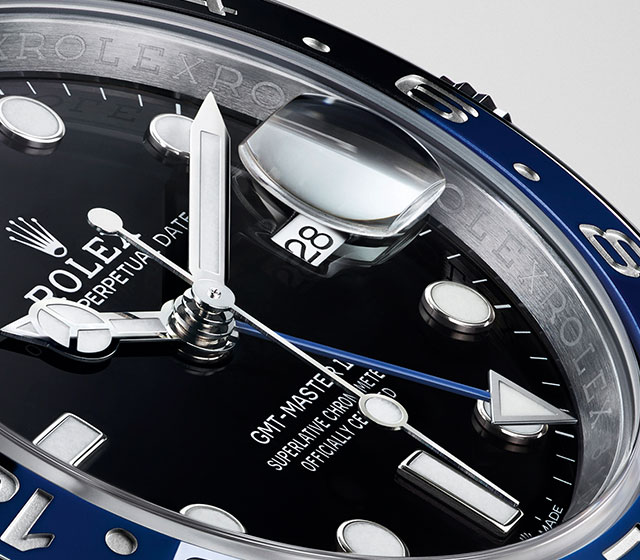 The gmt-master ii criss crossing
